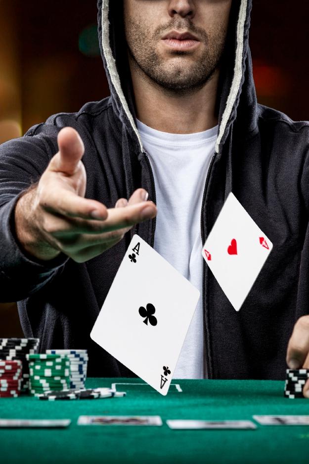 live poker player